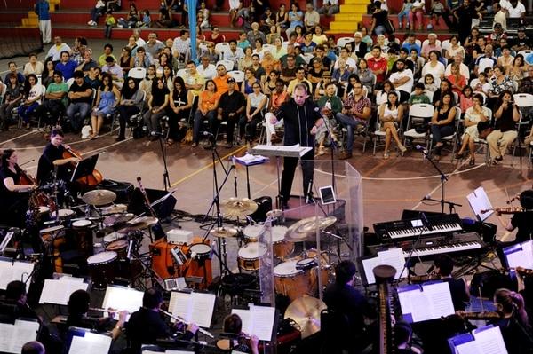 Cerca de 400 asistentes con edades muy diversas se dieron cita, la tarde de ayer, en el Polideportivo Monserrat (Alajuela) para disfrutar del primer concierto del Verano Sinfónico 2014. La presentación duró unas dos horas. MARCELA BERTOZZI