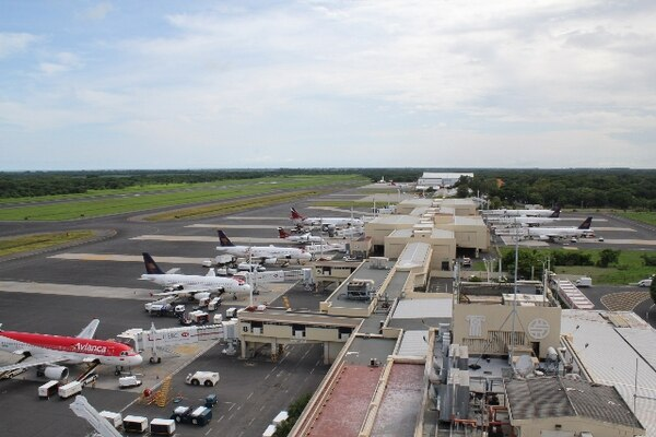 Avianca se compromete a mantener operaciones y evitar más despidos en Costa Rica - 1