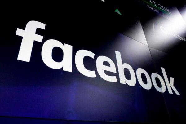 Facebook controla a una red social más de 2.000 millones de usuarios en el mundo. También es dueña de WhatsApp, Messenger e Instagram, cada una de las cuales tiene cerca de 1.000 millones de usuarios. Foto: AP.