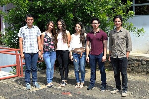 Los estudiantes: Jerson Castro, Jackeline Rojas, Natalia Bolaños, karol Quesada, Luis Castillo y Alejandro Flores consiguieron la nota máxima (900 puntos) en el examen de admisión de la Universidad de Heredia (UNA).