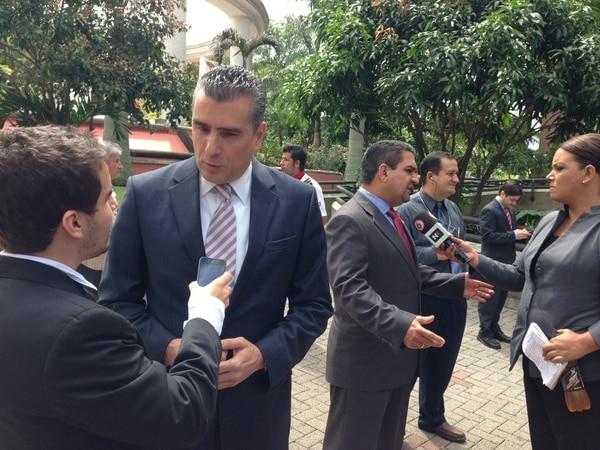 El candidato del Movimiento Libertario, Otto Guevara participó este miércoles en la sesión solemne que realizó el TSE donde dio el banderazo de salida al inicio de la campaña electoral.
