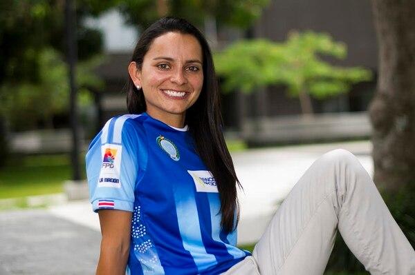 Jimena Rojas, nueva asistente técnica de la UCR, visitó las instalaciones de Grupo Nación.