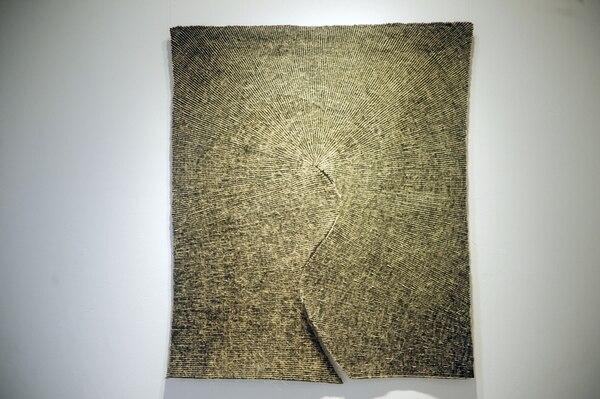 Milagro (2006) es la obra que presenta el artista polaco Wlodzimierz Cygan. La pieza se elaboró utilizando lana y fibras de cabuya.