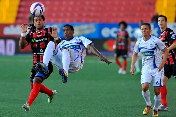 Jonathan McDonald tuvo un juego tranquilo ayer, en el Estadio Alejandro Morera Soto.   RAFAEL MURILLO