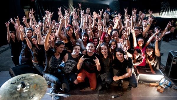 La grabación se realizó con participación de fans de la banda, el director del videoclip fue Emma Sotela.