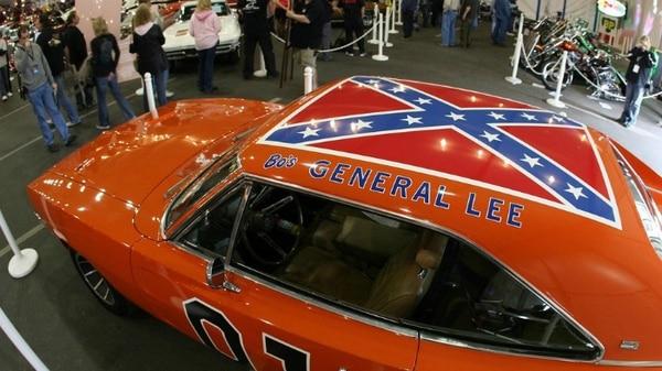 La bandera confederada será sustituida por la de los Estados Unidos.