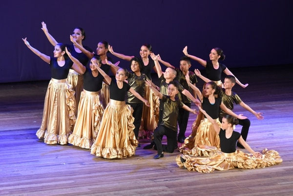 El Ballet Folklórico tiene como misión difundir y preservar las tradiciones culturales costarricenses expresadas en la música.