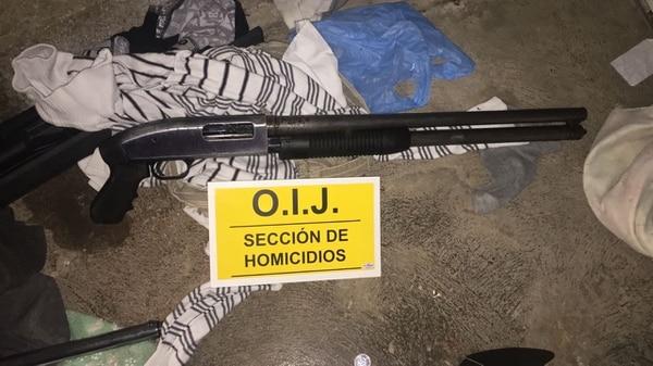 La Policía decomisó armas de fuego en los allanamientos.