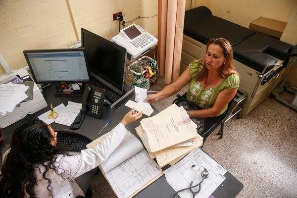 En el Ebáis de la Unión el EDUS se empezó a usar hace unos tres años, sin embargo aún hay datos que se deben consultar en los expedientes de papel.