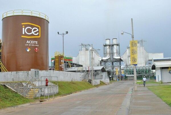 La planta térmica Garabito, en Montes de Oro, Puntarenas, utiliza búnker para la generación de energía eléctrica. Esta estación permite complementar la producción hidroeléctrica del país. | ARCHIVO