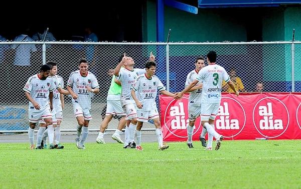 Mario Camacho, Rooney Mora, Ignacio Quesada y Eduardo Gómez han sido regulares en las alineaciones carmelas durante el Torneo de Copa. Aquí durante la celebración de un gol en cuartos de final ante la Liga.   ARCHIVO