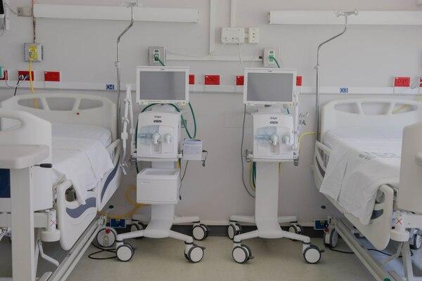 Hasta un 80% de todas las camas de Unidad de Cuidado Intesivo está ocupado por pacientes de otras enfermedades. Fotografía: Roberto Carlos Sánchez