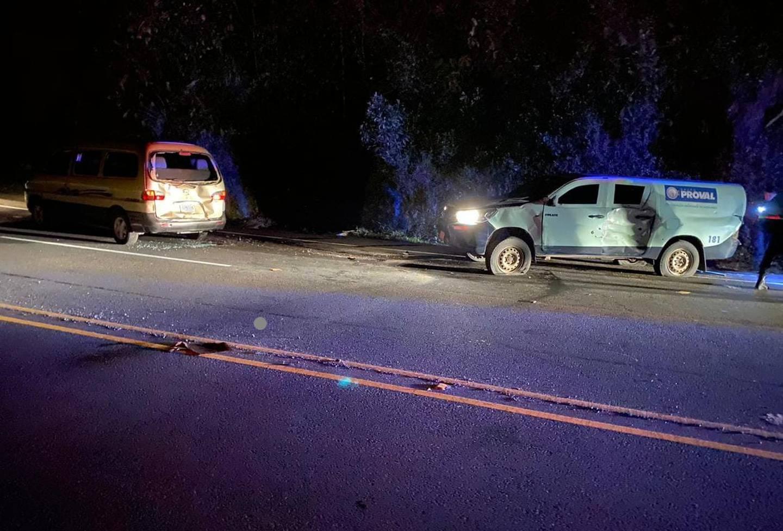 Además de perder las tulas con el dinero, el carro de la empresa Proval quedó totalmente dañado por la colisión, los disparos y los daños al abrir el cajón. Foto: Reiner Montero.