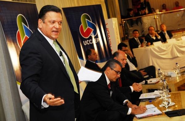 Johnny Araya, Otto Guevara, Rodolfo Piza, Luis Guillermo Solís y José María Villalta (orden usual), ayer, durante el debate organizado por la Unión de Cámaras. | MARIO ROJAS.