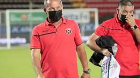 El multifacético Wílmer López se apuntó a varios retos mientras espera la final del fútbol femenino