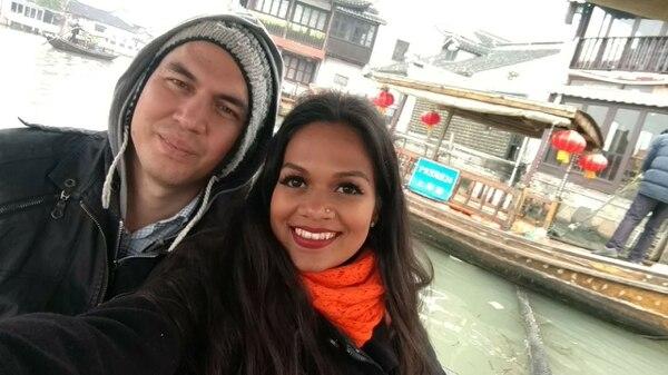 Altán Cabal Lombodorzh y Anita Lucía Hernández estuvieron en China en diciembre anterior, con los tiquetes en $340 (¢196.000) que anunciaron en su sitio Explorador de Viajes.