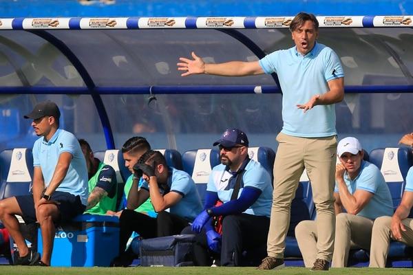 Martín Arriola asumió Cartaginés a mitad del Apertura 2018 y a lo largo de su gestión acumula un 56% de rendimiento. En total ha dirigido 34 partidos, con 16 triunfos, nueve empates y nueve derrotas. Fotografía: Rafael Pacheco.