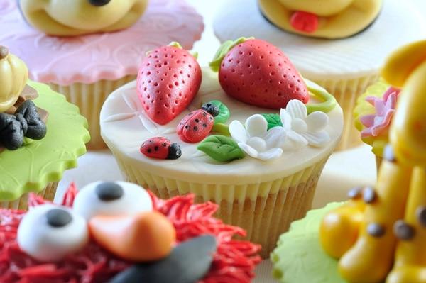 Los dulces cupcakes ahora se usan como postre y también como recuerdo de las fiestas y bodas. Gracias a su versatilidad para decorarlos sirven para hacer regalos personalizados. Estos cupcakes son de Dolce Factoría, teléfono: 8935-9988. | FOTOS: EYLEEN VARGAS.