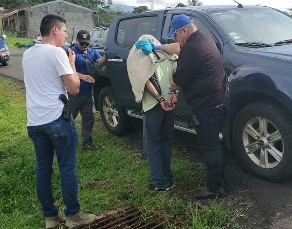 Agentes del Organismo de Investigación Judicial (OIJ) de San Carlos efectuaron la detención del sospechoso. Foto: Edgar Chinchilla