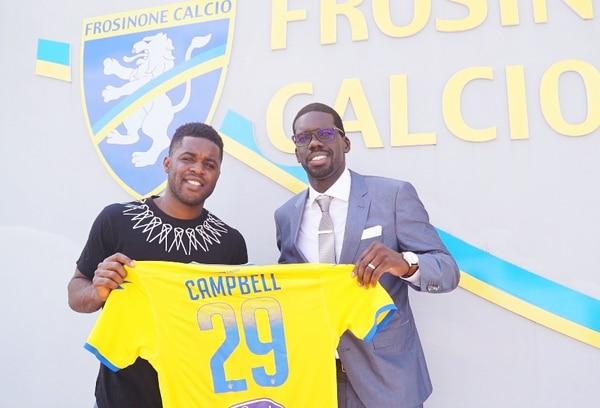 Joel Campbell junto a su agente Joaquim Batica en las instalaciones del Frosinone de Italia. Fotografía: Joaquim Batica.