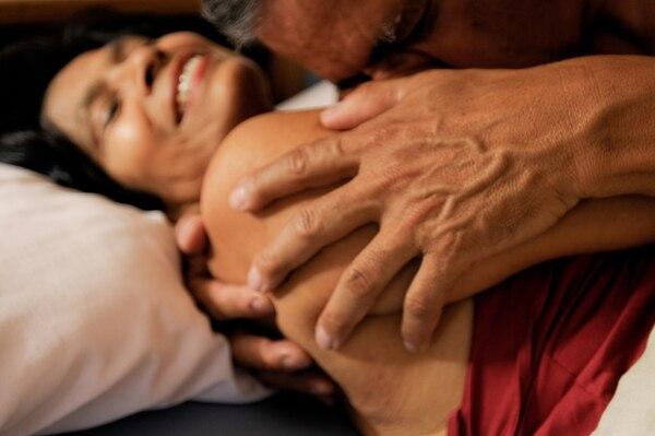 En el 2011, Javier Porras y Yolanda Rivas posaron para un reportaje sobre sexualidad en Revista Dominical; llamada e n ese entonces Proa. | ADRÍAN ARIAS.