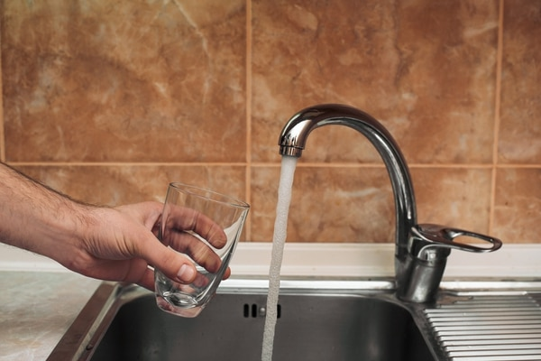 El rezago en infraestructura, el desperdicio y la sequía han agudizado este año los problemas en el suministro de agua. FOTO: Archivo