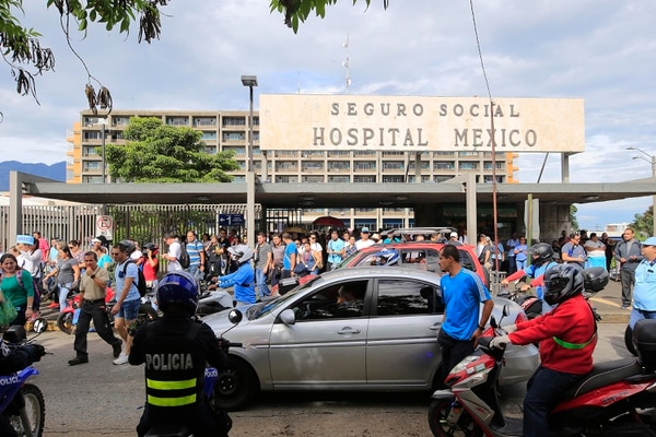 El Hospital México fue uno de los que tuvo mayor afectación durante las dos huelgas anteriores. Esta imagen corresponde al movimiento del 25 de junio. Foto: Rafael Pacheco