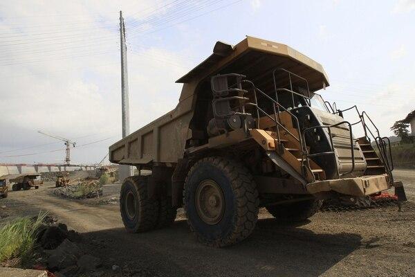Los trabajos de ampliación en el Canal de Panamá en el sector Pacífico continuaron el sábado pese al reclamo por sobrecostos del consorcio a cargo de las obras.
