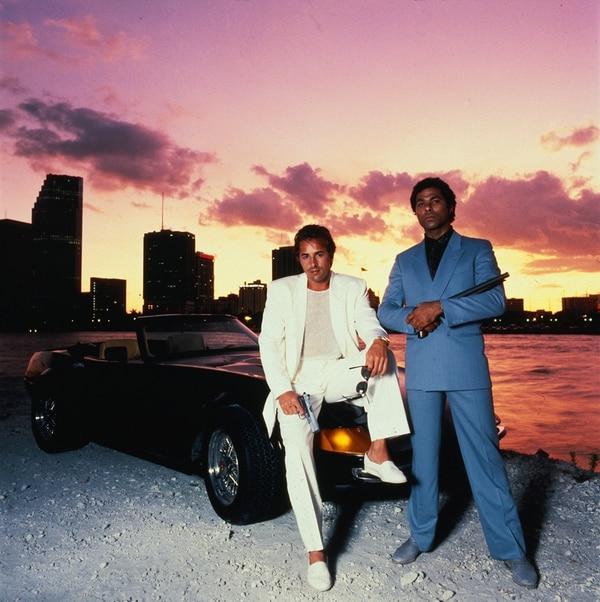Los detectives David Crockett (Don Johnson) y Ricardo Tubbs (Phillip Michael Thomas) lidiaron en Miami contra el narcotráfico, pero sin perder el estilo. | TCM