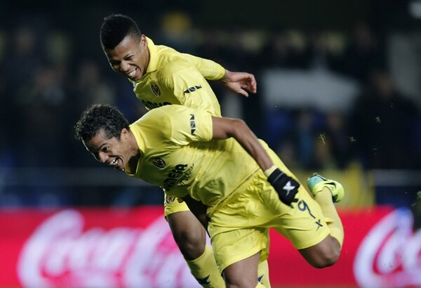Dos Santos y Uche fueron los verdugos de la Real Sociedad. | AFP