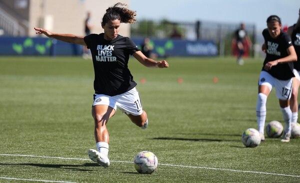 Raquel Rodríguez practicó definición durante el calentamiento previo al juego de este sábado en Utah. Fotografía: Thorns de Portland