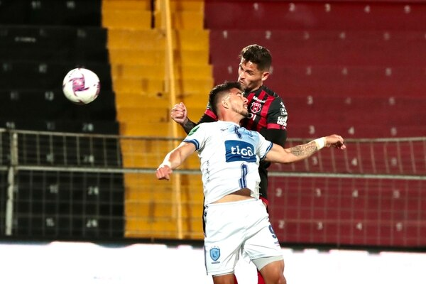 El partido entre Alajuelense y Universitarios se jugó a puerta cerrada. Fotografía: Alonso Tenorio.