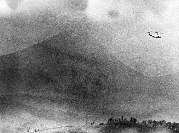 El material arrojado por el volcán Arenal, en julio de 1968, devastó un radio de 15 kilómetros cuadrados y mató a casi 90 personas.