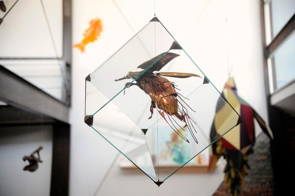 3. De las partes y el todo (2013), de Jonathan Torres. Ensamble de latón y cobre.