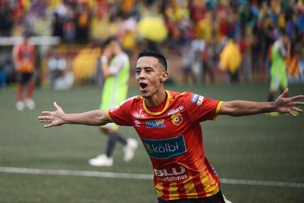 Jimmy Marín marcó el sexto gol del Herediano ante Limón FC. Fotografía: Carlos González Agencia Ojo por Ojo