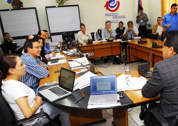 La discusión sobre el Presupuesto Nacional del 2015 tuvo un intenso debate durante mes y medio, con diputados como Rolando González, Paulina Ramírez, Johnny Leiva, Ottón Solís y Víctor Morales Zapata (der.).   MARIO ROJAS