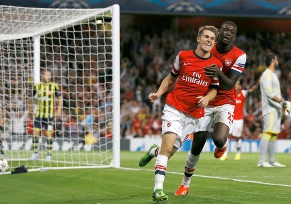 El inglés Aaron Ramsey, mediocampista del Arsenal, celebra uno de los dos goles que marcó ayer ante el Fenerbahce de Turquía. | AFP