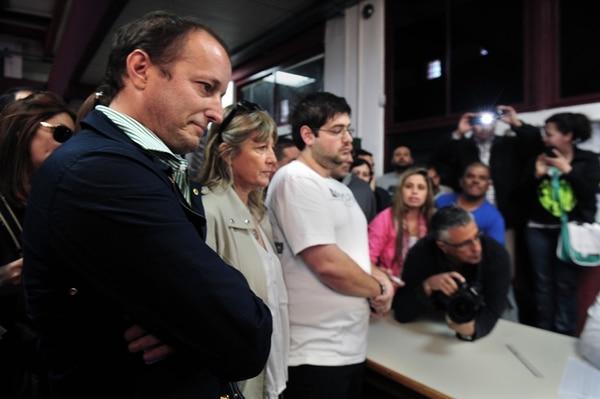 Martin Insaurralde, el gran derrotado el domingo en Buenos Aires, cuando se aprestaba a emitir su voto en el suburbio de Banfield.   AP