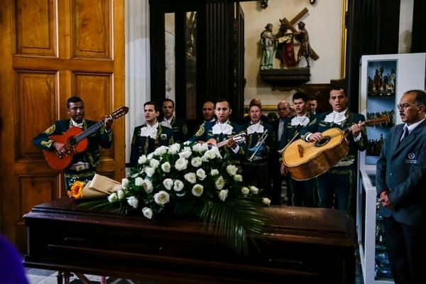 Funeral del pintor costarricense Rafa Fernández en la Iglesia de la Soledad. Foto: Alejandro Gamboa Madrigal