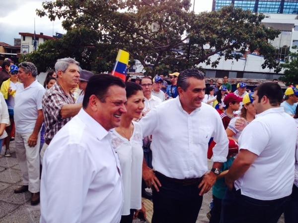 Johnny Araya se encontró con Otto Guevara en manifestación contra la violencia en Venezuela