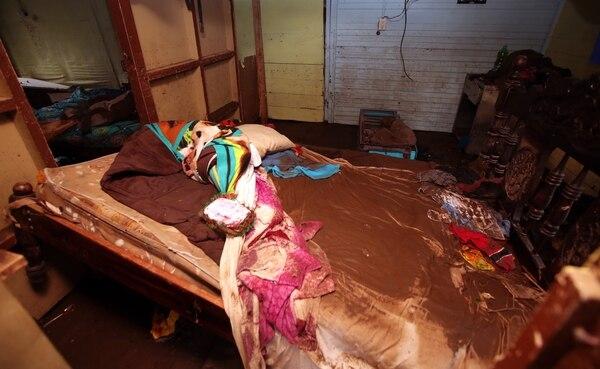La mayoría de pertenencias quedaron dentro de las casas y fueron arrasadas por el agua.