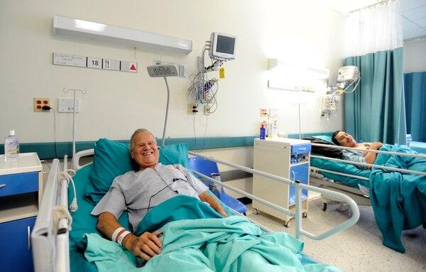 Luis Paulino Bejarano Bermúdez (primer plano) y Braulio Arguedas Quirós son dos de los pacientes beneficiados con el inicio de las cirugías en el Hospital del Trauma. | ALONSO TENORIO