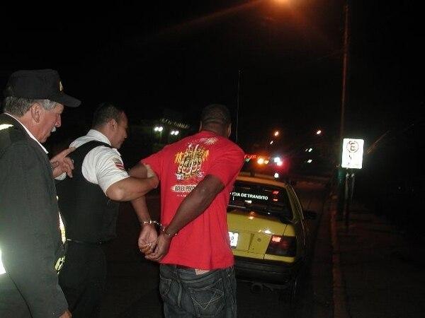 Los choferes con más de 0,75 gramos de alcohol por litro de sangre se exponen a sanción de cárcel.ARCHIVO