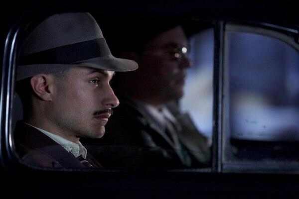 Gael García Bernal destaca como policía que persigue a Pablo Neruda en filme chileno. MUNDO CINE Para LN.