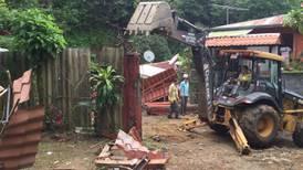 Inminente avalancha obliga a desalojar 19 familias en Mora