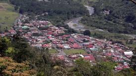 Construcciones y talas ilegales aumentan peligro de avalanchas en poblados cerros de Orosi
