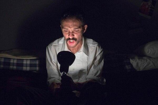 En 'Monsieur', la directora Natalia Mariño eligió al actor 'Carlitos' Miranda para encarnar un personaje en la luz y sombra de su soledad.