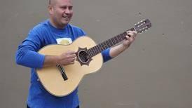 Periodista Oswaldo Alvarado escribió una canción sobre la pandemia que se estrenó poco antes de su fallecimiento