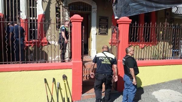 Oficiales municipales y del OIJ allanaron el local. | POLICÍA MUNICIPAL