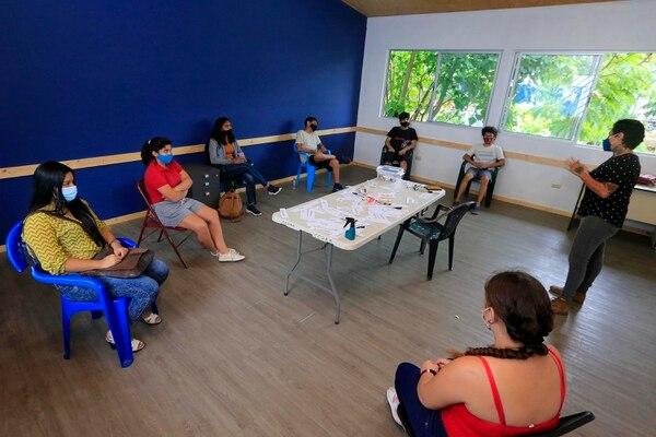 En el lugar de estudio se ofrecen distintos cursos, entre ellos inglés. Los jóvenes tienen una opción para capacitarse también en otras habilidades educativas. Foto: Rafael Pacheco.